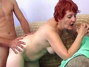 porno-vzyal--u-babushki